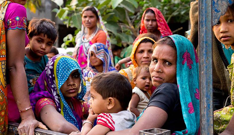 "modernslavery.jpg alt=""Image of Indian women and children labourers"""